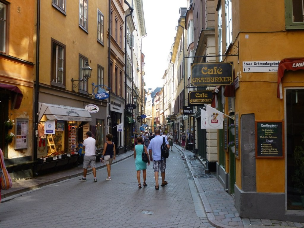 Prästgatan passes the sharpest and most narrow street in Gamla Stan